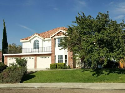 Inyo County, Kern County, Tulare County Single Family Home For Sale: 2236 S Reedy St