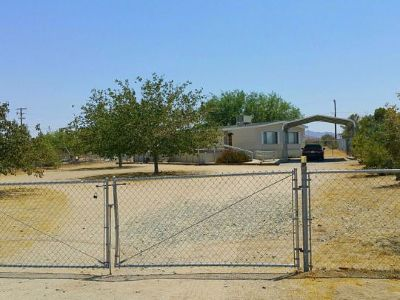Inyo County, Kern County, Tulare County Single Family Home For Sale: 1917 W Dolphin