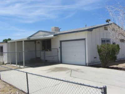 Inyo County, Kern County, Tulare County Single Family Home For Sale: 915 W Vulcan Ave