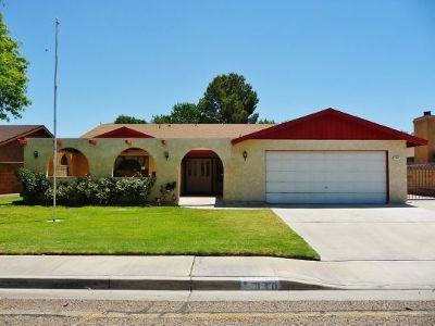 Inyo County, Kern County, Tulare County Single Family Home For Sale: 410 S Desert Candles St