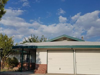Inyo County, Kern County, Tulare County Single Family Home For Sale: 124 S Silver Ridge St