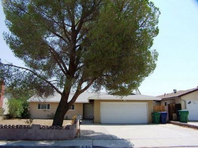 Inyo County, Kern County, Tulare County Single Family Home For Sale: 530 S Warner St