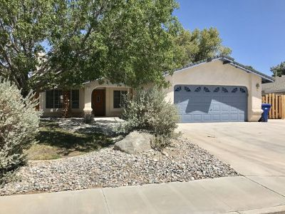 Inyo County, Kern County, Tulare County Single Family Home For Sale: 1220 W Robert