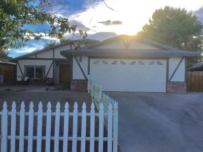 Inyo County, Kern County, Tulare County Single Family Home For Sale: 613 S Silver Ridge St