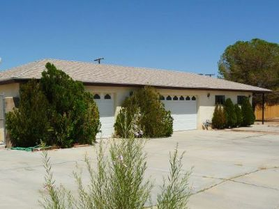 Inyo County, Kern County, Tulare County Single Family Home For Sale: 1420 W Willow Ave