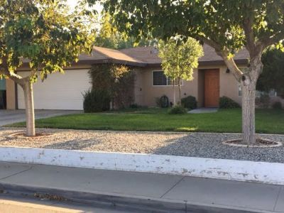Inyo County, Kern County, Tulare County Single Family Home For Sale: 229 S Gold Canyon St