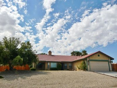 Inyo County, Kern County, Tulare County Single Family Home For Sale: 213 W Shenandoah Ave