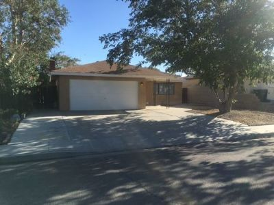 Inyo County, Kern County, Tulare County Single Family Home For Sale: 609 W Joyner