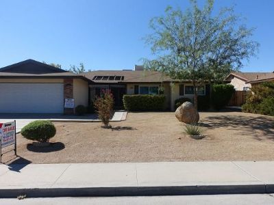 Inyo County, Kern County, Tulare County Single Family Home For Sale: 749 W Bataan Ave