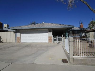 Inyo County, Kern County, Tulare County Single Family Home For Sale: 229 N Sunland Dr