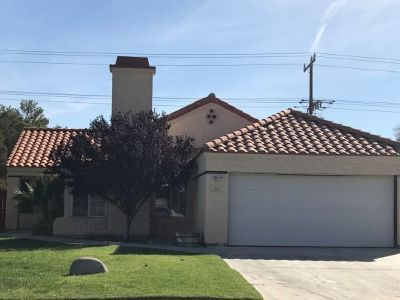 Inyo County, Kern County, Tulare County Single Family Home For Sale: 742 La Paloma St