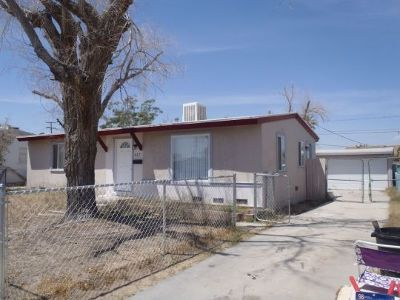 Inyo County, Kern County, Tulare County Single Family Home For Sale: 417 Norma