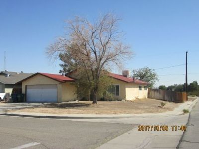 Inyo County, Kern County, Tulare County Single Family Home For Sale: 1044 S McCall St