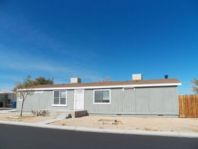 Inyo County, Kern County, Tulare County Single Family Home For Sale: 620 W Upjohn Ave #98