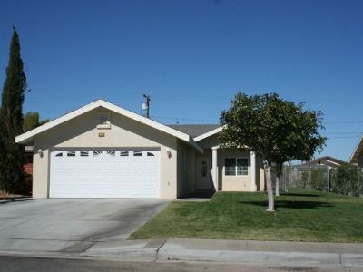 Inyo County, Kern County, Tulare County Single Family Home For Sale: 918 W Burns Ave