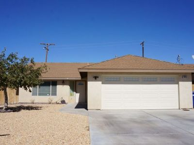 Inyo County, Kern County, Tulare County Single Family Home For Sale: 1440 W Mariposa Ave