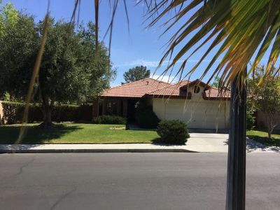 Inyo County, Kern County, Tulare County Single Family Home For Sale: 1130 Yosemite Ln