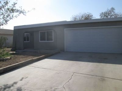 Inyo County, Kern County, Tulare County Single Family Home For Sale: 307 S Margalo