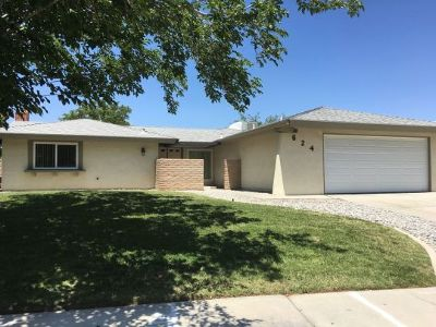 Inyo County, Kern County, Tulare County Single Family Home For Sale: 624 W Felspar Ave