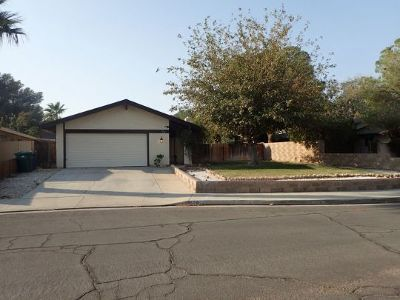 Inyo County, Kern County, Tulare County Single Family Home For Sale: 528 N El Prado Dr