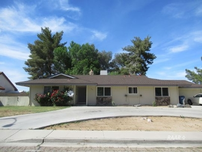 Inyo County, Kern County, Tulare County Single Family Home For Sale: 300 Mesquite Ave