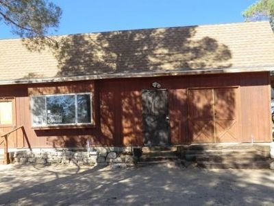 Inyo County, Kern County, Tulare County Single Family Home For Sale: 1130 S Guam St