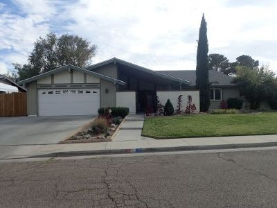 Inyo County, Kern County, Tulare County Single Family Home For Sale: 809 Sydnor