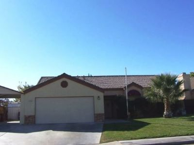 Inyo County, Kern County, Tulare County Single Family Home For Sale: 413 Veada Ave