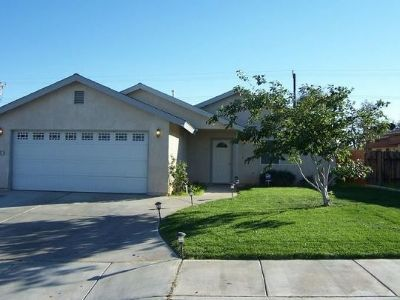 Inyo County, Kern County, Tulare County Single Family Home For Sale: 1137 W Upjohn Ave