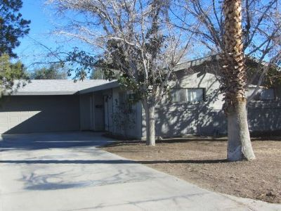 Inyo County, Kern County, Tulare County Single Family Home For Sale: 424 Lenore St