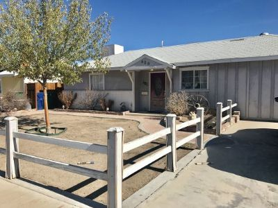 Inyo County, Kern County, Tulare County Single Family Home For Sale: 420 N Fairview
