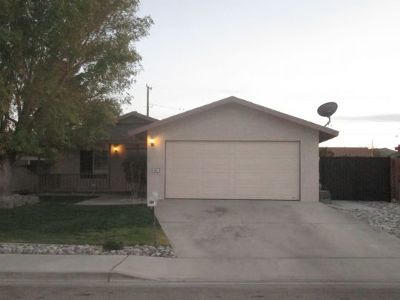 Inyo County, Kern County, Tulare County Single Family Home For Sale: 921 W Hood Ave