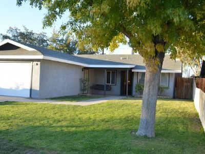 Inyo County, Kern County, Tulare County Single Family Home For Sale: 1104 W Saint George Ave