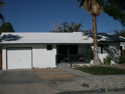 Inyo County, Kern County, Tulare County Single Family Home For Sale: 220 Perdew St