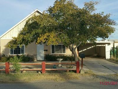 Inyo County, Kern County, Tulare County Single Family Home For Sale: 828 N Balsam St