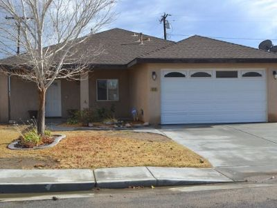 Inyo County, Kern County, Tulare County Single Family Home For Sale: 910 Mayo St