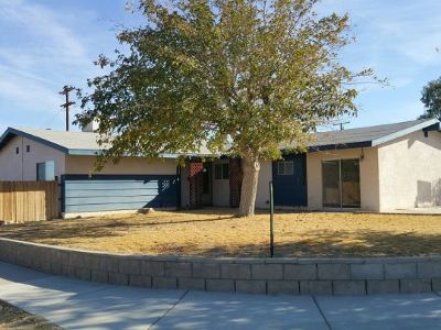 Inyo County, Kern County, Tulare County Single Family Home For Sale: 258 Peg St