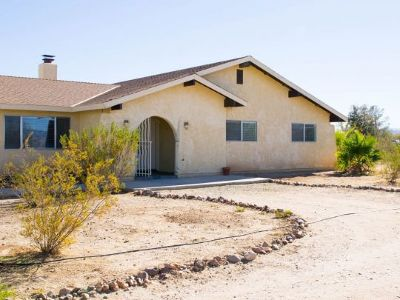 Inyo County, Kern County, Tulare County Single Family Home For Sale: 400 N Primavera St