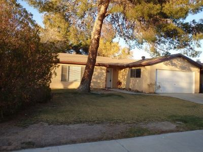 Inyo County, Kern County, Tulare County Single Family Home For Sale: 228 W Rader Ave