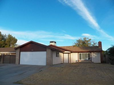 Inyo County, Kern County, Tulare County Single Family Home For Sale: 1242 N Mono Ct
