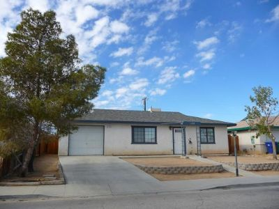 Inyo County, Kern County, Tulare County Single Family Home For Sale: 1105 S Farragut St