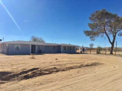Inyo County, Kern County, Tulare County Single Family Home For Sale: 2001 W Coral Ave
