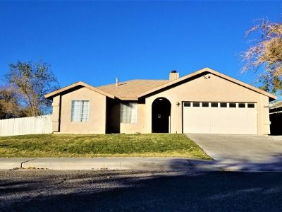 Inyo County, Kern County, Tulare County Single Family Home For Sale: 332 W Felspar Ave