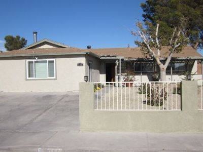 Inyo County, Kern County, Tulare County Single Family Home For Sale: 718 W Wilson Ave