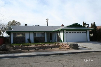 Inyo County, Kern County, Tulare County Single Family Home For Sale: 309 Traci Ln