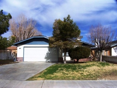 Inyo County, Kern County, Tulare County Single Family Home For Sale: 704 Beth Ln