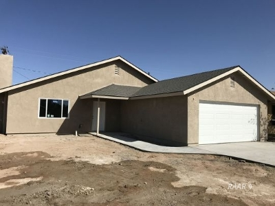 Inyo County, Kern County, Tulare County Single Family Home For Sale: 1104 Yorktown