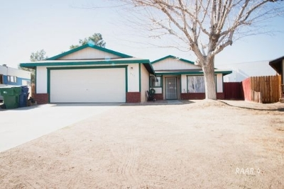 Inyo County, Kern County, Tulare County Single Family Home For Sale: 637 S Gemstone St