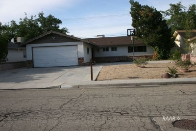 Inyo County, Kern County, Tulare County Single Family Home For Sale: 333 W Perdew