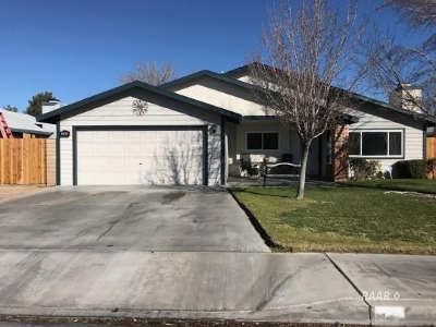 Inyo County, Kern County, Tulare County Single Family Home For Sale: 340 E Upjohn